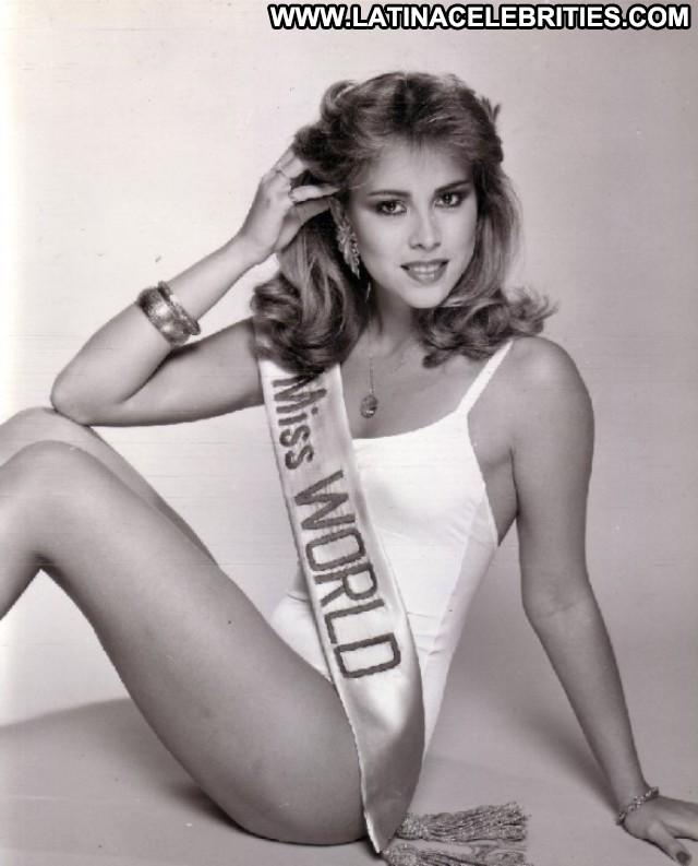 Pilin Leon Miss Venezuela Latina Blonde Sultry Posing Hot Pretty