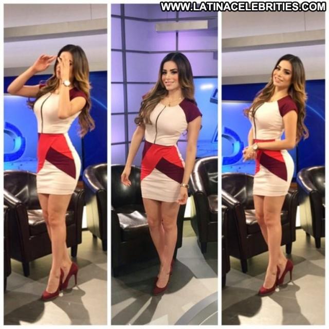 Pamela Longoria Telediario Tv Latina Cute Celebrity Hot Posing Hot