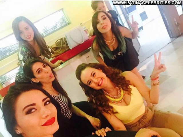 Carolina Mancilla Queremos Mas Sensual Gorgeous Celebrity Latina