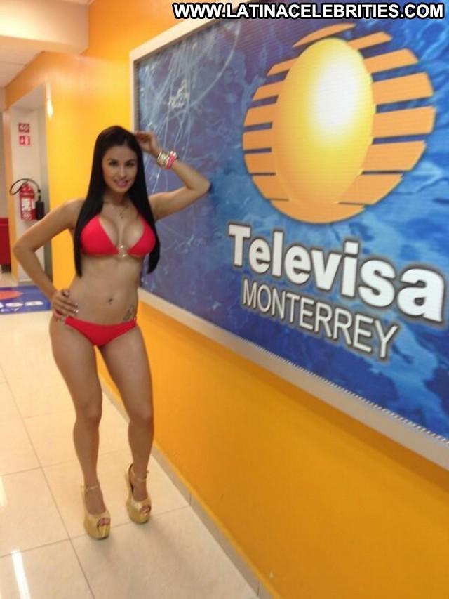 Fabiola Martinez Queremos Mas Celebrity Stunning Brunette Posing Hot