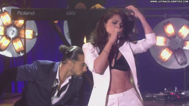 Selena Gomez Ellen The Ellen Degeneres Show Latina Celebrity Brunette