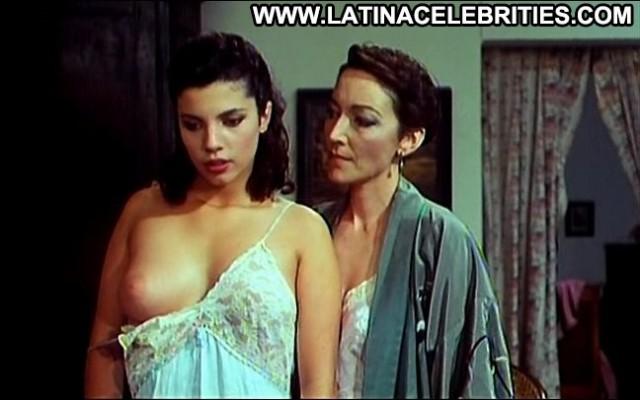 Maribel Verd El Aire De Un Crimen Brunette Latina Posing Hot Stunning