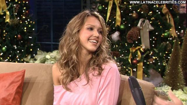 Jessica Alba The Tonight Show Brunette Skinny Latina Celebrity Posing