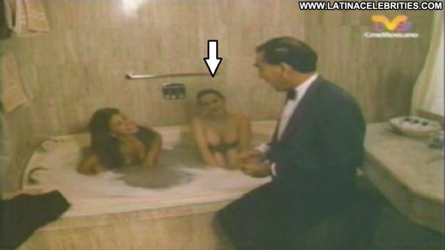 Blanca Nieves Un Macho En El Hotel Posing Hot Celebrity Pretty Big