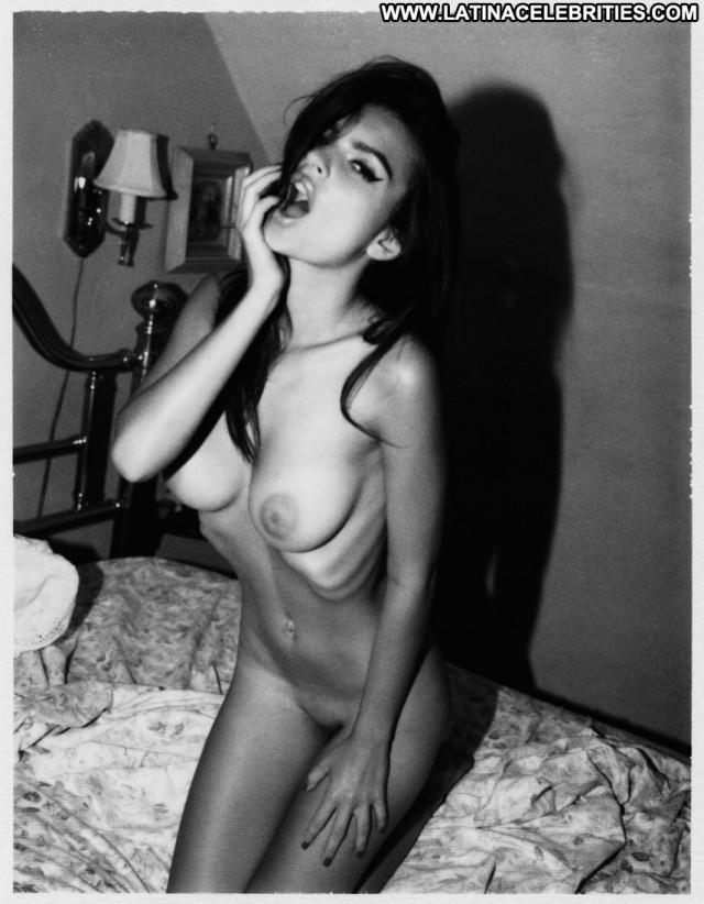 Emily Ratajkowski No Source Hot Black Beautiful Celebrity Babe Posing