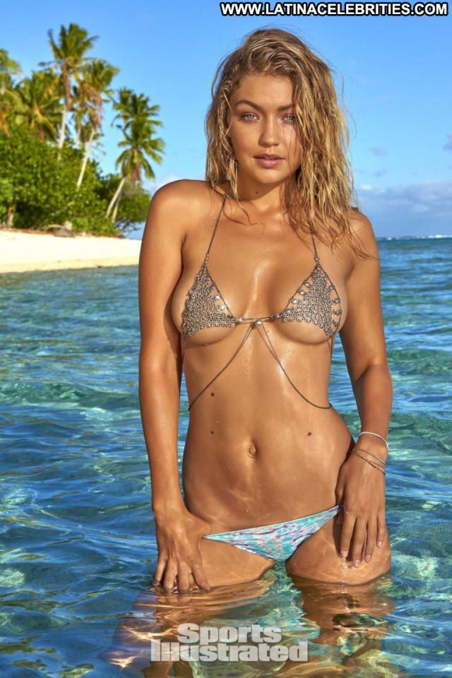 Gigi Hadid Sports Illustrated Swimsuit Swimsuit Posing Hot Celebrity