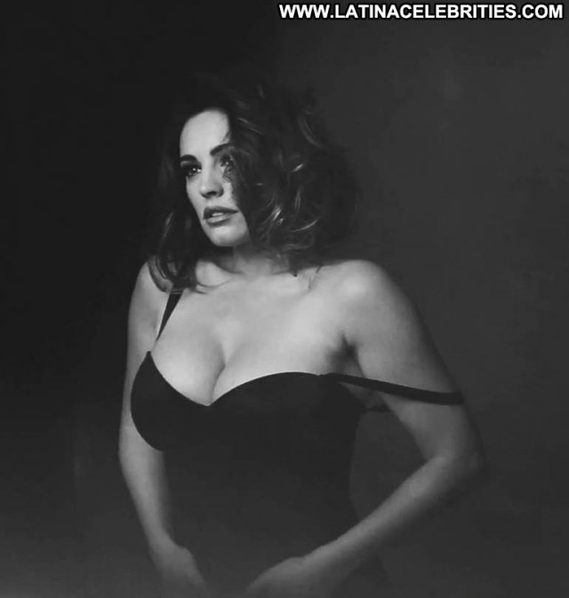 Kelly Brook No Source Babe Celebrity Calendar Posing Hot Beautiful