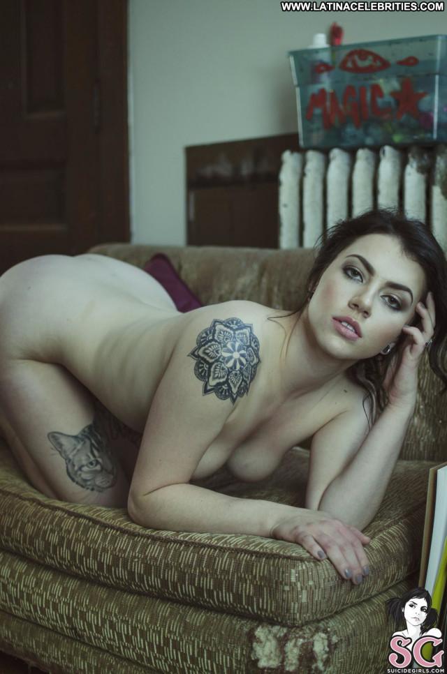 Milenci Suicide Working Nude Celebrity Beautiful Tattoos Model Sexy