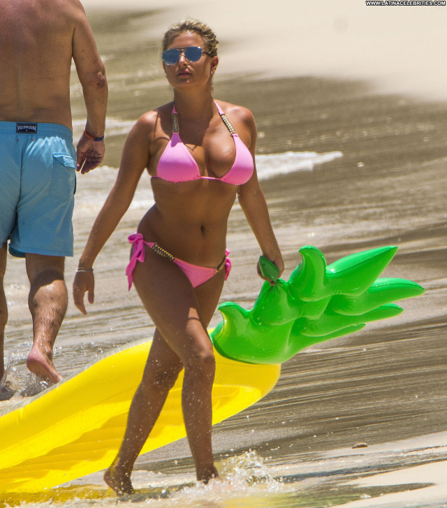 Zara Holland The Beach Ass Bikini Nice Cameltoe Actress Beach Sexy