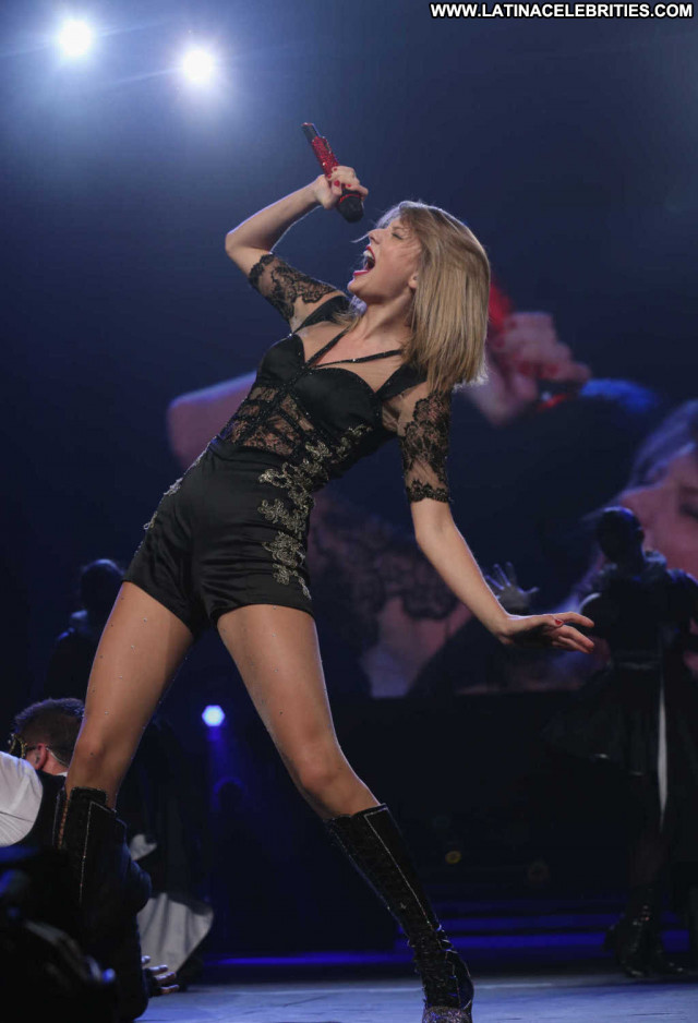 Taylor Swift No Source Stage Posing Hot Babe Beautiful Asian Hot