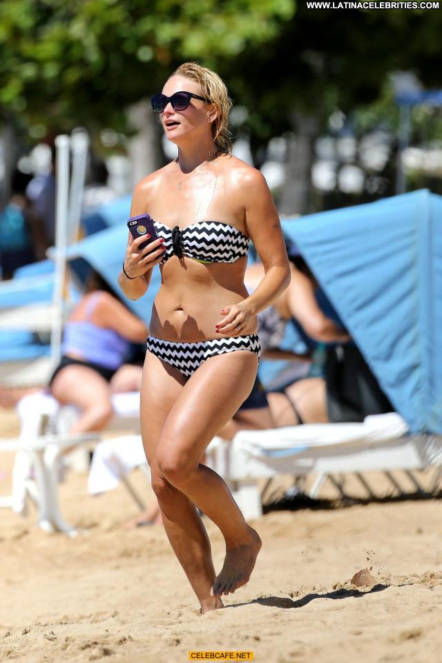 Miranda Lambert No Source Posing Hot Bikini Beach Hawaii Celebrity