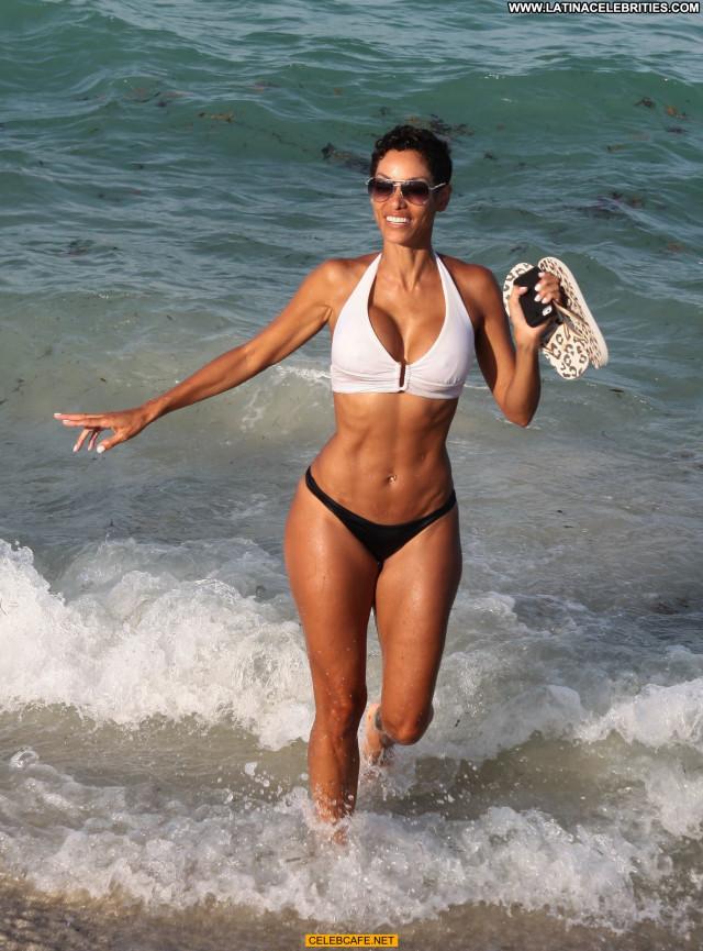 Nicole Murphy The Beach Babe Beach Posing Hot Celebrity Beautiful