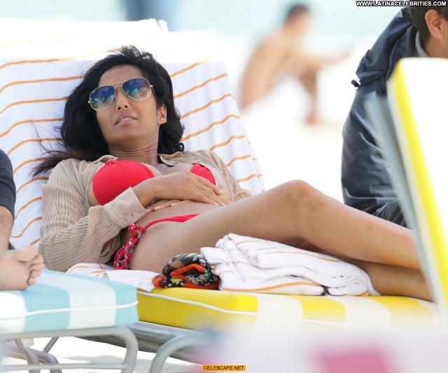Padma Lakshmi Miami Beach Bikini Beautiful Sex Celebrity Sexy Posing