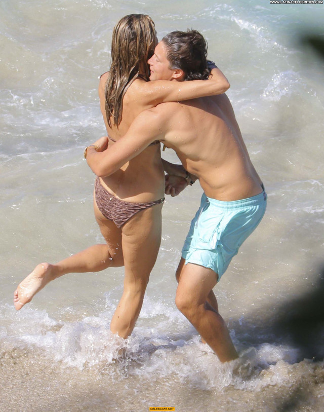 Heidi Klum No Source Celebrity Bar Titslip Bikini Babe Posing Hot