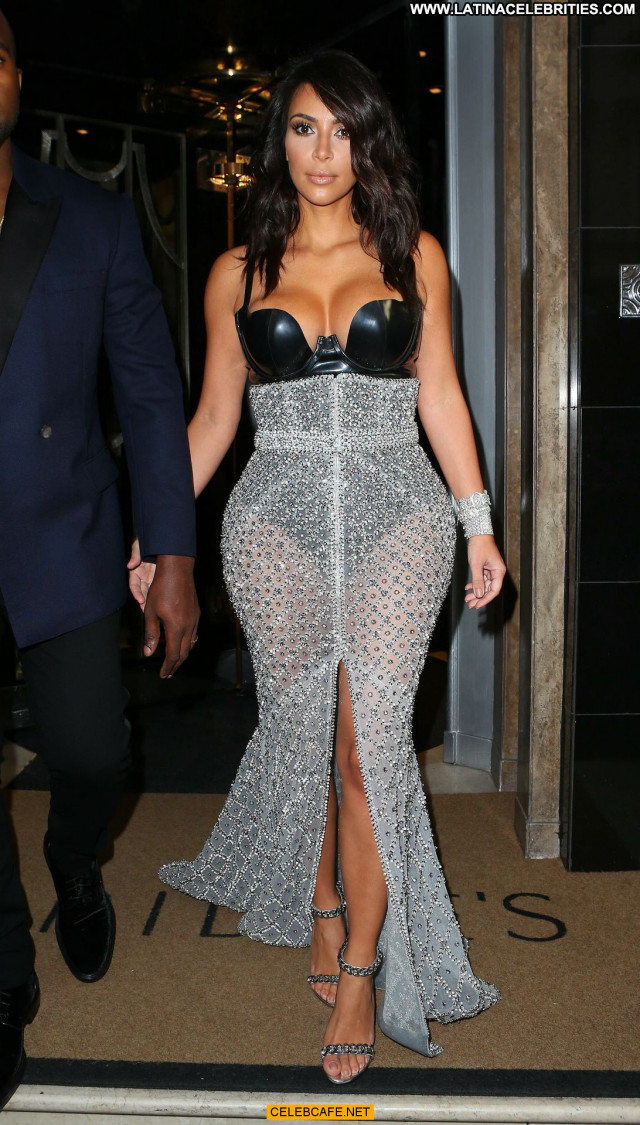 Kim Kardashian Gq Men Of The Year Awards Beautiful Awards Babe