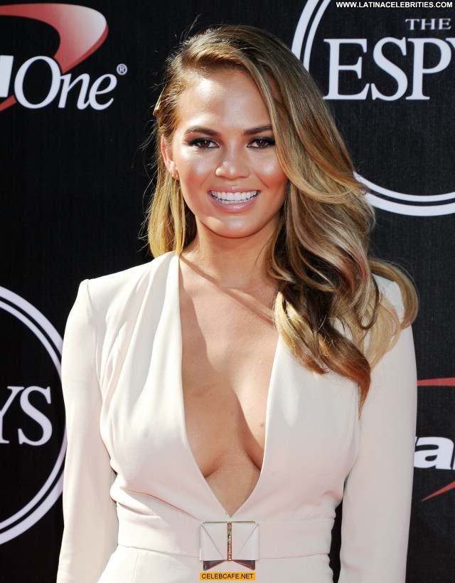 Chrissy Teigen No Source Cleavage Beautiful Posing Hot Celebrity Babe
