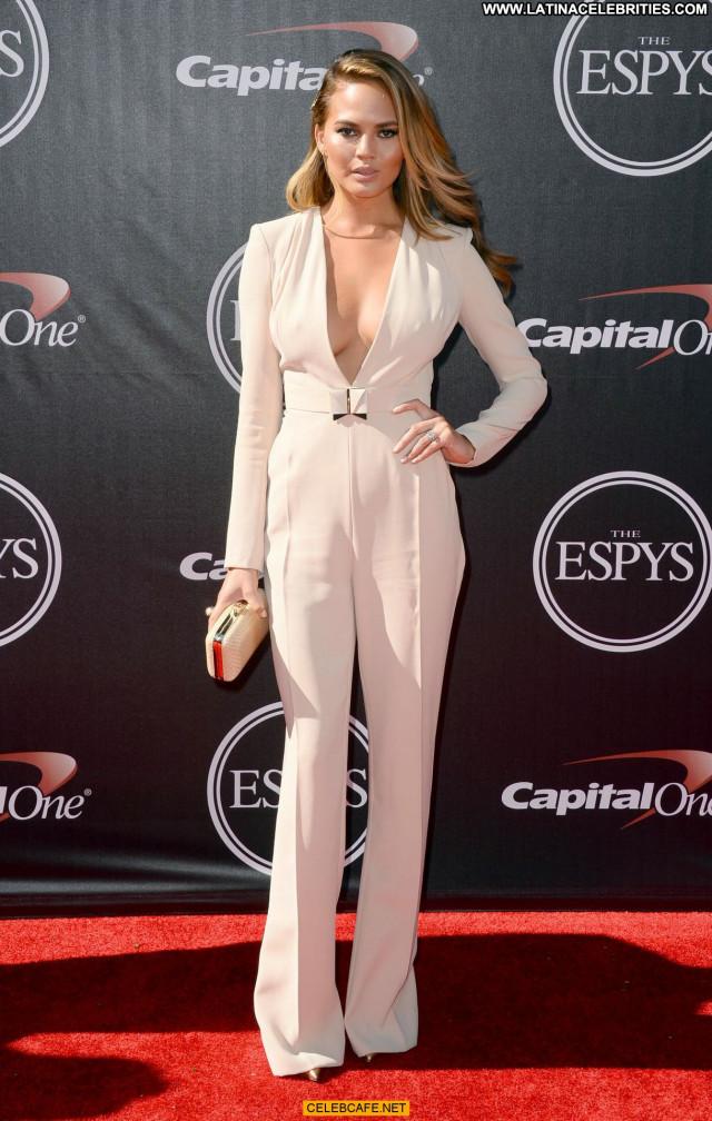 Chrissy Teigen No Source Posing Hot Beautiful Bra Celebrity Babe