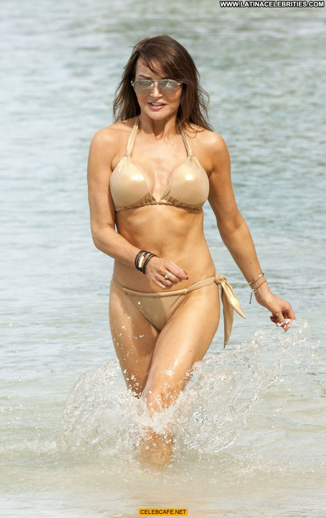 Lizzie Cundy No Source Beautiful Bikini Bar Sex Babe Posing Hot Sexy