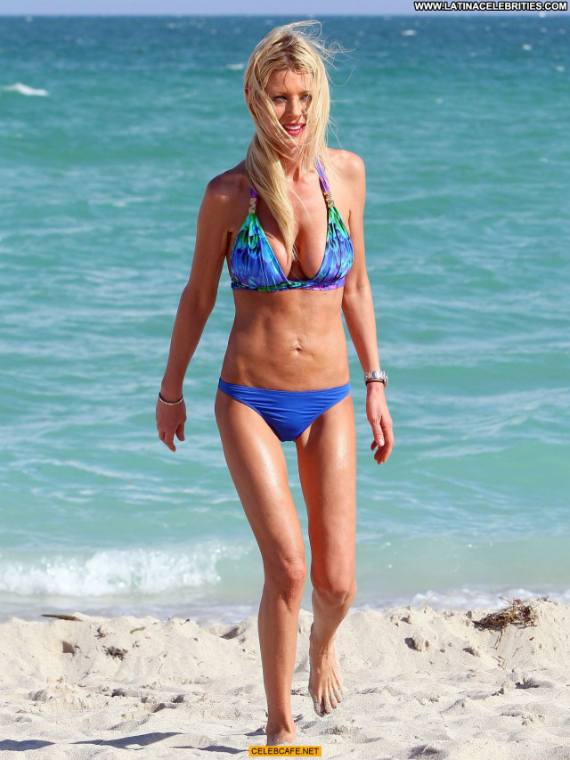 Tara Reid No Source Celebrity Cleavage Posing Hot Beautiful Cameltoe