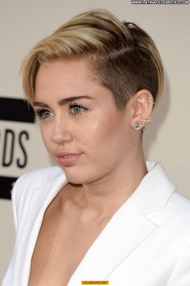 Miley Cyrus American Music Awards  Babe American Bra Beautiful