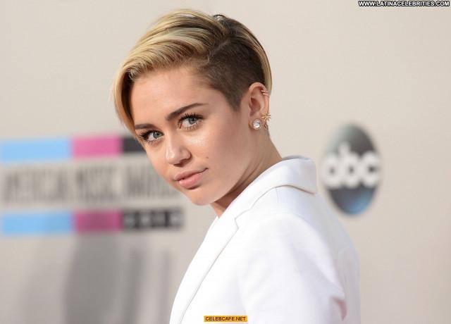 Miley Cyrus American Music Awards American Celebrity Beautiful Awards