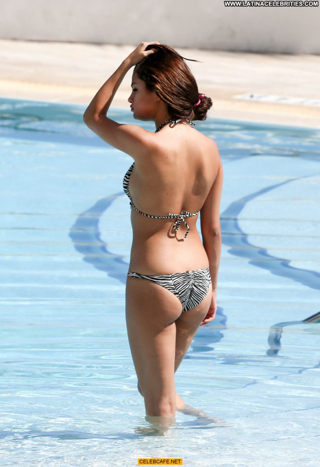 Selena Gomez Swimming Pool Pool Beautiful Bikini Celebrity Babe Sexy