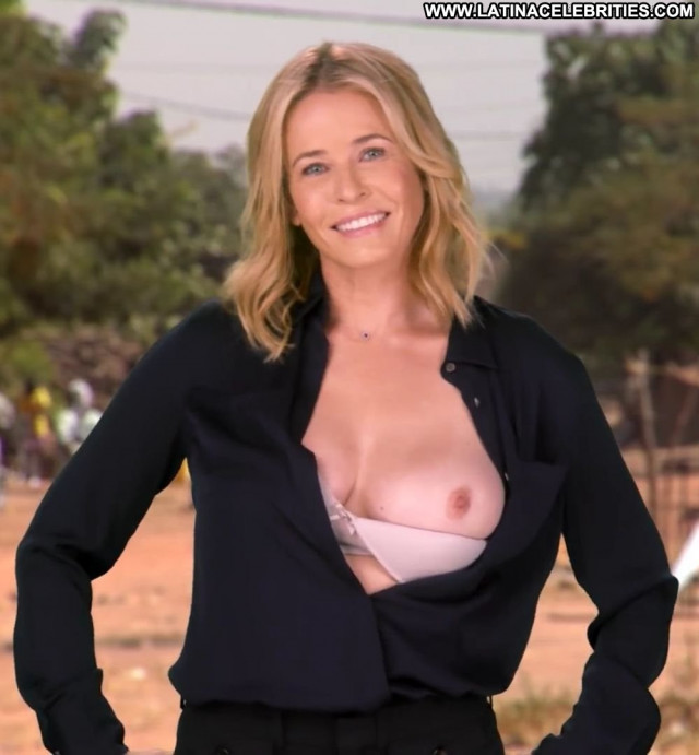 Chelsea Handler No Source  Bar Hd Ass Smile Babe Bra Posing Hot