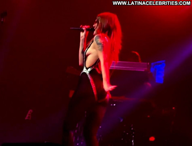 Tove Lo The Crow Babe Black Tits Perfect Stage Big Tits Sea Posing