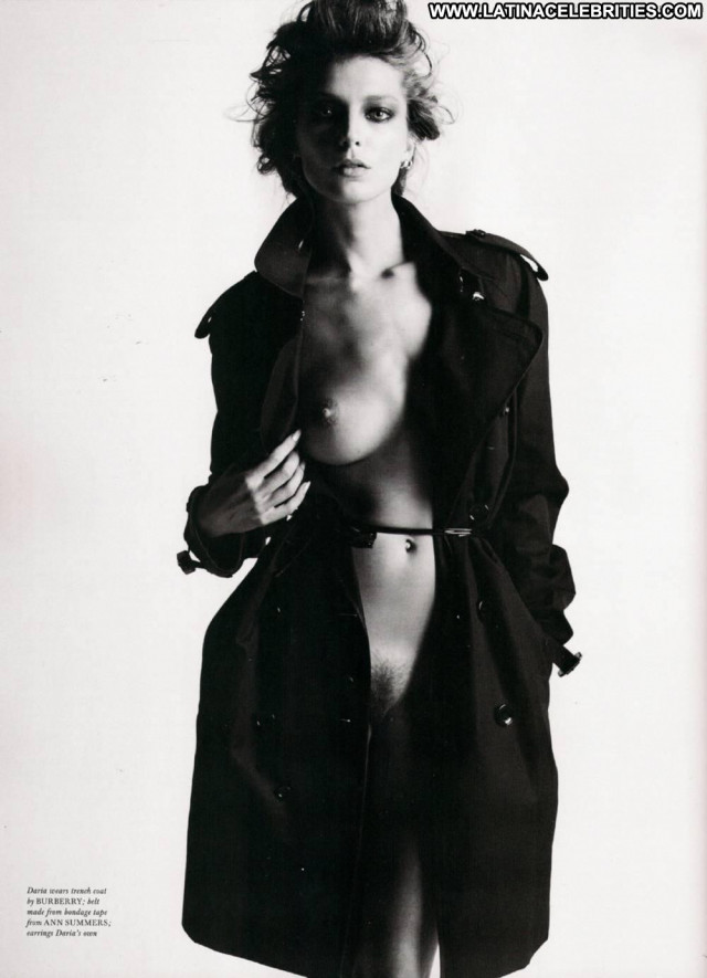 Daria Werbowy Black And White Posing Hot Magazine Close Up Celebrity
