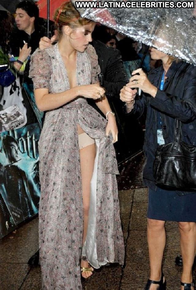 Emma Watson Live Beautiful Famous Posing Hot Reality Hollywood Babe