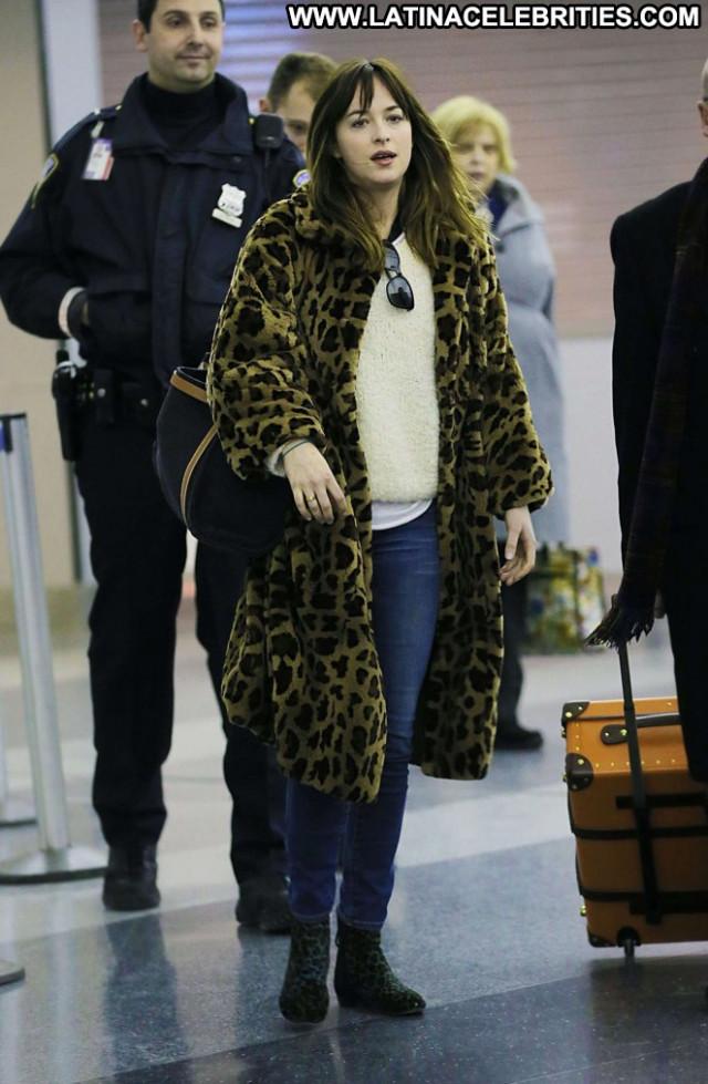 Dakota Johnson Jfk Airport In Nyc Posing Hot Paparazzi Nyc Beautiful