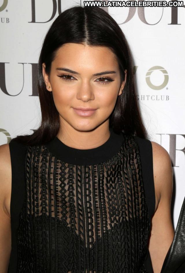 Kendall Jenner Posing Hot Beautiful Celebrity Paparazzi Babe Magazine