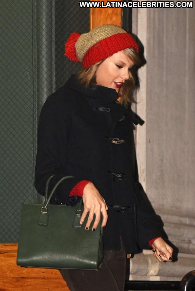 Taylor Swift New York Babe Celebrity Beautiful Apartment Posing Hot
