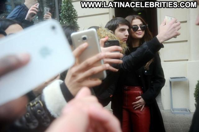 Selena Gomez Hot Babe Celebrity Paris Hotel Beautiful Posing Hot