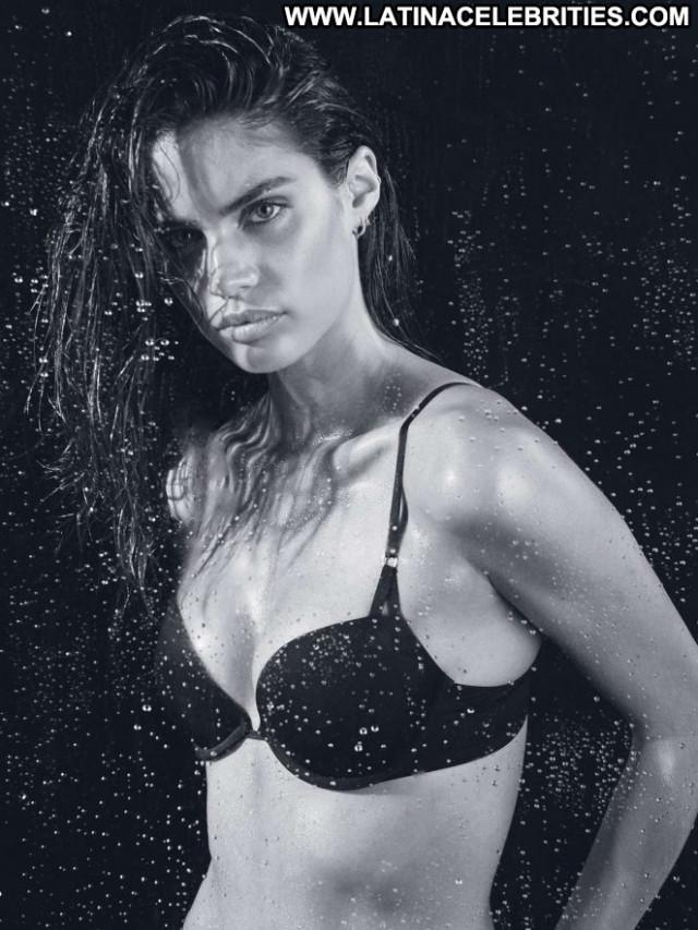 Sara Sampaio Posing Hot Mexico Celebrity Beautiful Babe Paparazzi