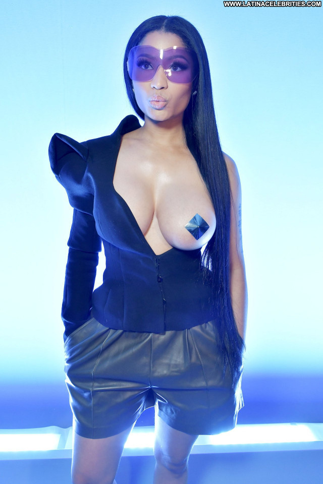 Nicki Minaj Fashion Show Babe Posing Hot Celebrity Black Old