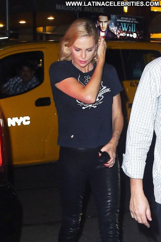 Charlize Theron New York Beautiful Paparazzi Live Celebrity Posing