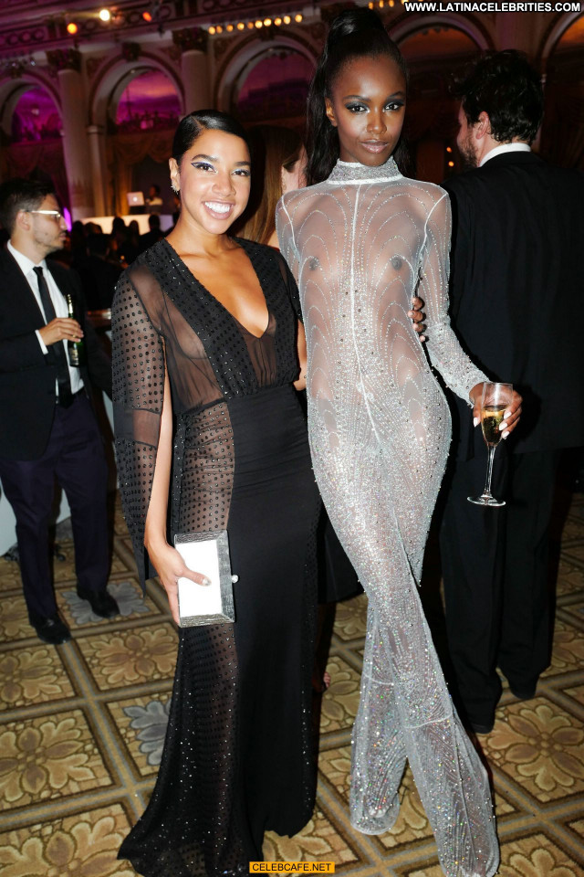 Leomie Anderson No Source Celebrity Hotel Beautiful Party Babe Posing