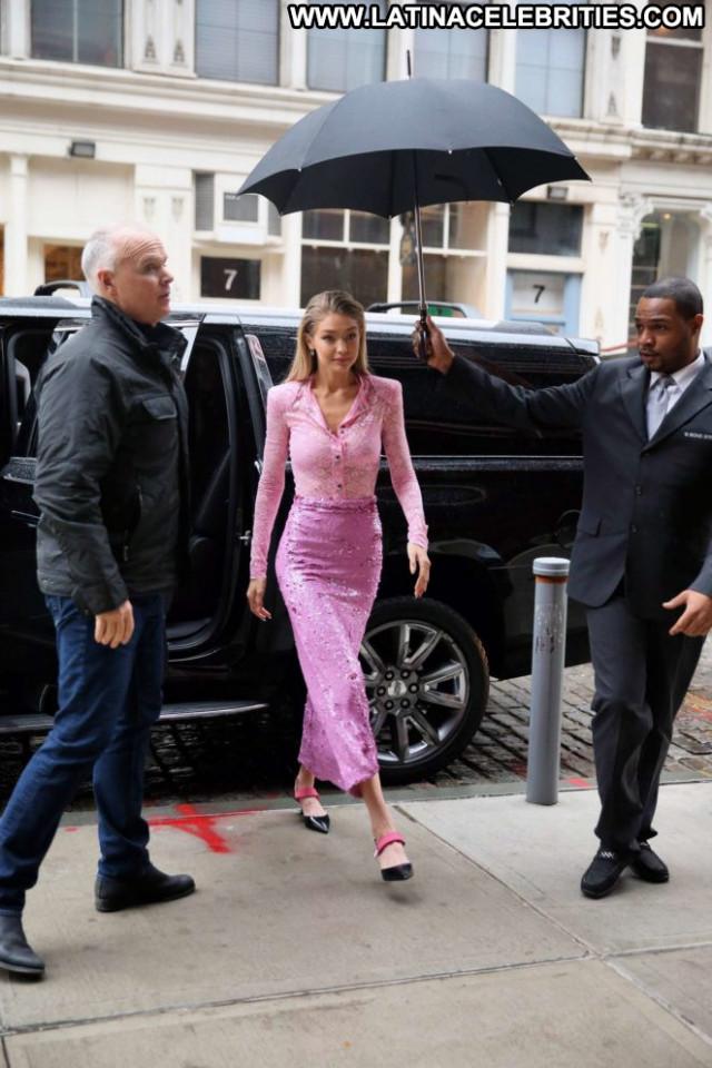 Gigi Hadid New York Babe Apartment Celebrity Paparazzi Posing Hot