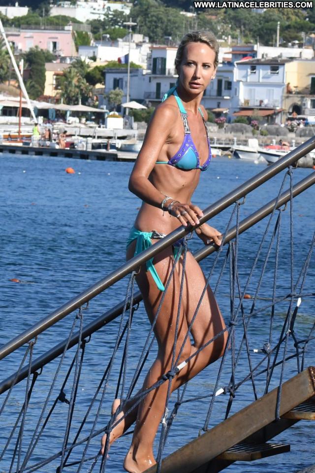 Milano Doe In Time Bar Hot Ocean Male Celebrity Bra Park Nyc Posing