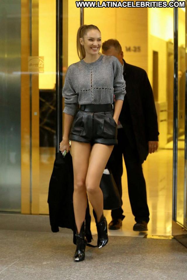 Candice Swanepoel New York Beautiful Posing Hot Paparazzi Office Babe