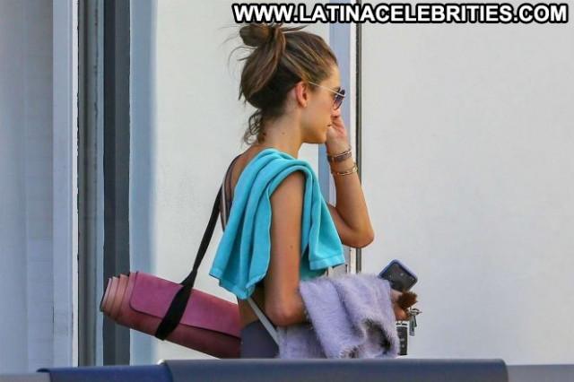 Less Yoga Class Posing Hot Beautiful Celebrity Babe Yoga Paparazzi