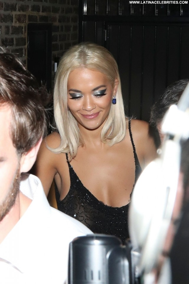 Rita Ora Gq Men Of The Year Awards Bra Beautiful Singer Party Awards