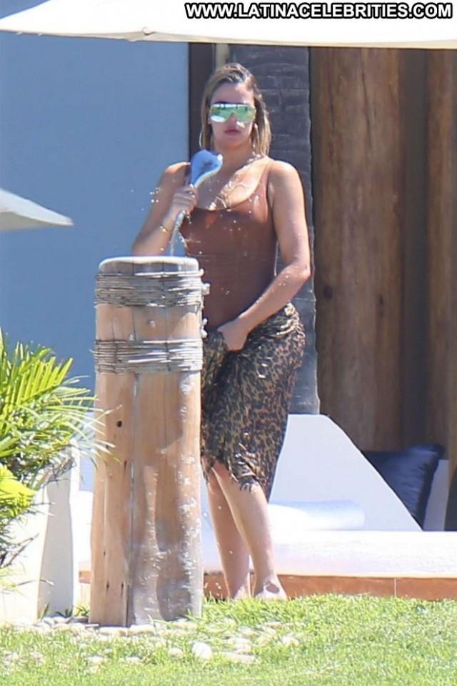 Khloe Kardashian The Beach Beautiful Celebrity Posing Hot Paparazzi