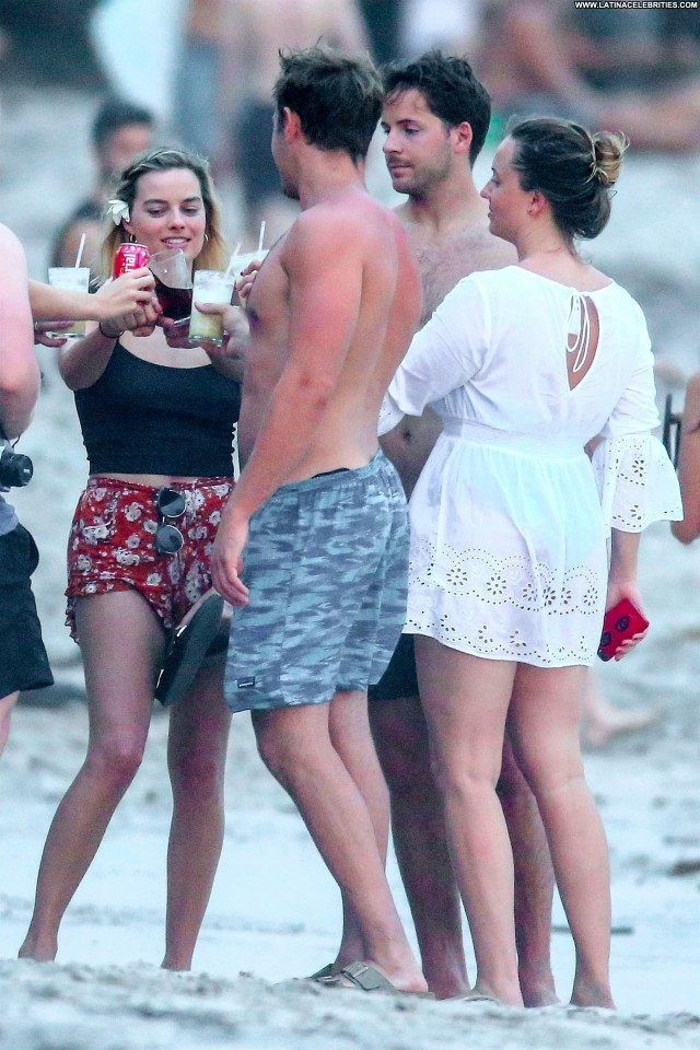 Margot Robbie Mary Queen Of Scots Actress Birthday Videos Legs