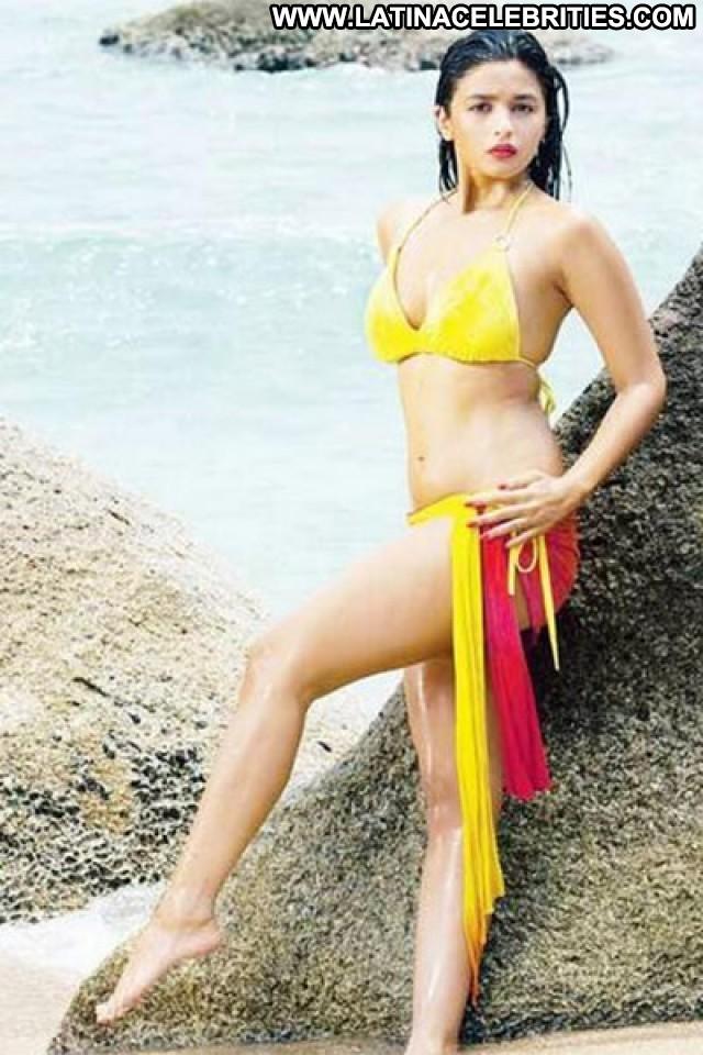 Alia Bhatt No Source Posing Hot Beautiful Indian Daughter Actress