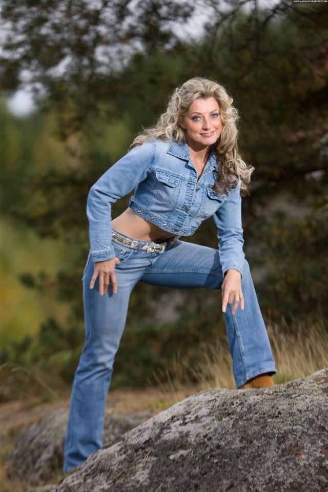 Kike Elomaa No Source Celebrity Beautiful Babe Singer Fitness Posing